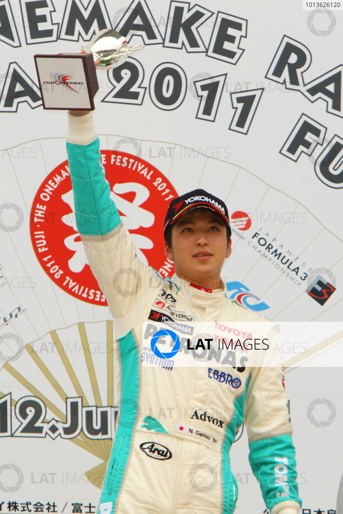 Fuji, Japan. 12th June 2011Rd 5 Winner Naoya Gamou ( #1 PETRONAS TEAM TOM'S ), podium.World Copyright: Yasushi Ishihara/LAT Photographicref: Digital Image 2011JF3_R5_005