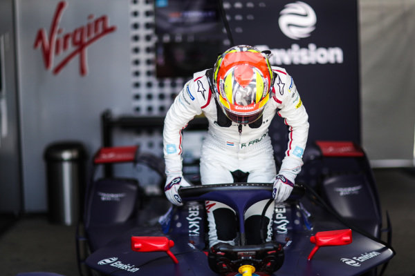 Robin Frijns (NLD) gets into his Envision Virgin Racing, Audi e-tron FE05