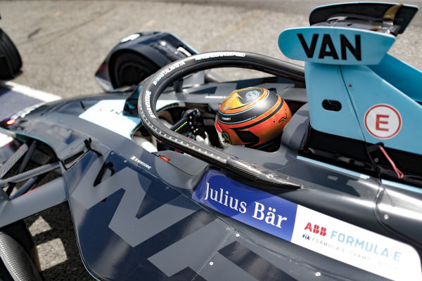 Stoffel Vandoorne (BEL), HWA Racelab, VFE-05, waits to go out for qualifying