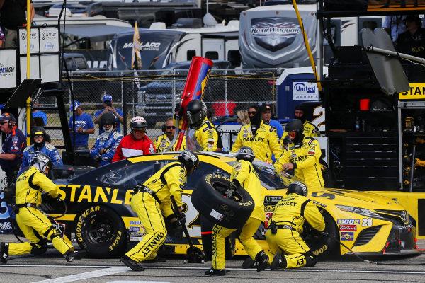 #20: Erik Jones, Joe Gibbs Racing, Toyota Camry STANLEY pit stop