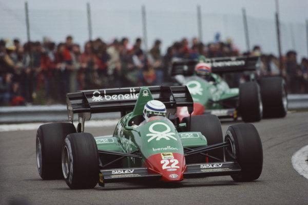 Riccardo Patrese, Alfa Romeo 184T, ahead of team-mate Eddie Cheever.