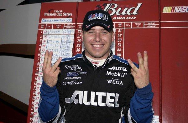 2002 NASCAR Phoenix, USA November 09-10, 2002 Checker Auto Parts 500 ,Phoenix International Raceway-ryan Nwman holds six fingers for six poles this season,exclusive 4 rcl,-Robt LeSieur2002LAT Photographic