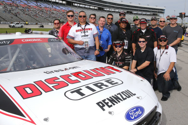#22: Austin Cindric, Team Penske, Ford Mustang Discount Tire guests