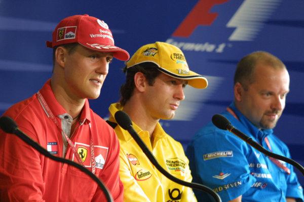 2001 Brazilian Grand Prix.Interlagos, Sao Paulo, Brazil. 30/3-1/4 2001.Michael Schumacher (Ferrari), Jarno Trulli (Jordan Honda) and Benetton Renault Technical Director Mike Gascoyne at a press conference.World Copyright - Rose/LAT Photographicref: 8 9 MB Digital