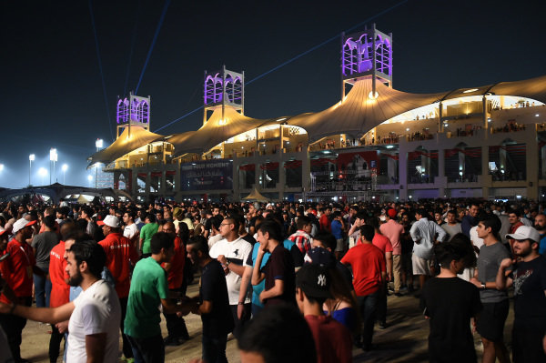 Fans at Formula One World Championship, Rd3, Bahrain Grand Prix Qualifying, Bahrain International Circuit, Sakhir, Bahrain, Saturday 15 April 2017.