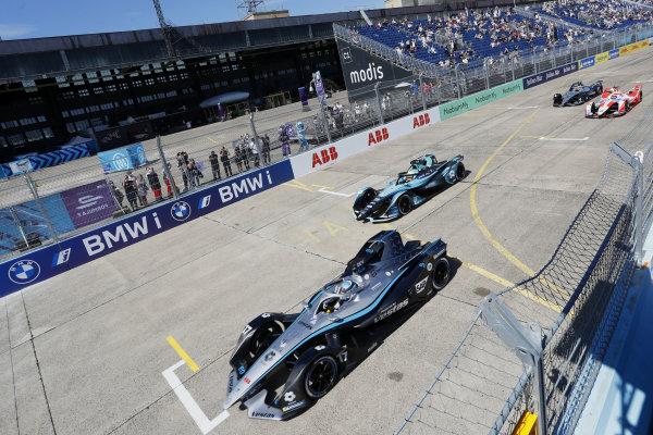 Nyck de Vries (NLD), Mercedes Benz EQ, EQ Silver Arrow 02, leads Oliver Turvey (GBR), NIO 333, NIO 333 001, and Alex Lynn (GBR), Mahindra Racing, M7Electro, at the start