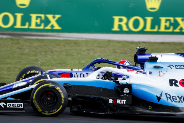 George Russell, Williams Racing FW42, battles with Daniil Kvyat, Toro Rosso STR14