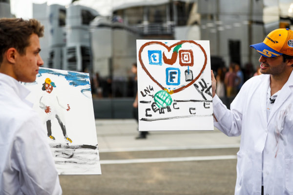 Lando Norris, McLaren and Carlos Sainz Jr, McLaren paint for a TV feature