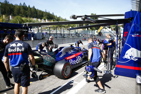 Pierre Gasly, Toro Rosso STR14, in the pits