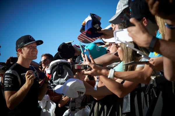 Circuit of the Americas, Austin Texas, USA. Saturday 22 October 2016. Nico Rosberg, Mercedes AMG, signs autographs for fans. World Copyright: Steve Etherington/LAT Photographic ref: Digital Image SNE29672