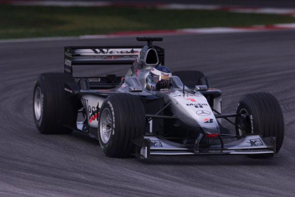 Sepang, Kuala Lumpur, Malaysia.20-22 October 2000.Mika Hakkinen (McLaren MP4/15 Mercedes) 4th position. World Copyright - LAT Photographicref: digital image