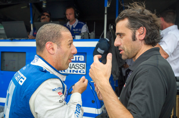 Verizon IndyCar Series Indianapolis 500 Practice Indianapolis Motor Speedway, Indianapolis, IN USA Friday 19 May 2017 Tony Kanaan, Chip Ganassi Racing Teams Honda talk to Dario Franchitti World Copyright: Geoffrey M. Miller LAT Images