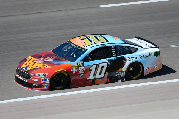 Monster Energy NASCAR Cup Series Go Bowling 400 Kansas Speedway, Kansas City, KS USA Friday 12 May 2017 Danica Patrick, Stewart-Haas Racing, Wonder Woman/One Cure Ford Fusion World Copyright: Barry Cantrell LAT Images ref: Digital Image 17KAN1bc1043