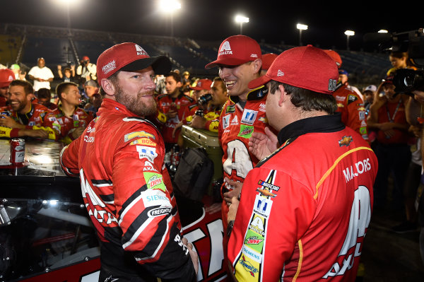 Monster Energy NASCAR Cup Series Ford EcoBoost 400 Homestead-Miami Speedway, Homestead, FL USA Sunday 19 November 2017 Dale Earnhardt Jr, Hendrick Motorsports, Axalta Chevrolet SS, Greg Ives World Copyright: John K Harrelson LAT Images