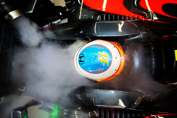 Marina Bay Circuit, Singapore. Friday 18 September 2015. Fernando Alonso, McLaren.  World Copyright: Steven Tee/LAT Photographic. ref: Digital Image _X0W7973