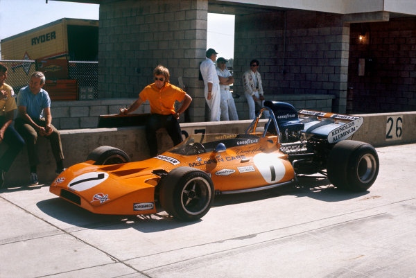 1971 United States Grand Prix.  Watkins Glen, New York, USA. 1st-3rd October 1971.  Denny Hulme's McLaren M19A Ford in the pits.  Ref: 71USA39. World Copyright: LAT Photographic
