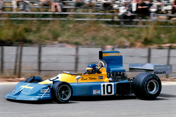 Kyalami, South Africa. 6 March 1976. Ronnie Peterson (March 761-Ford), retired, action.  World Copyright: LAT Photographic. Ref: 76SA08