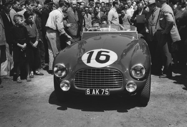 1952 Le Mans 24 hours. Le Mans, France. 14th - 15th June 1952. Helde / Dreyfus (Ferrari 340 America), retired, action.  World Copyright: LAT Photographic Ref: 4585I - 16.