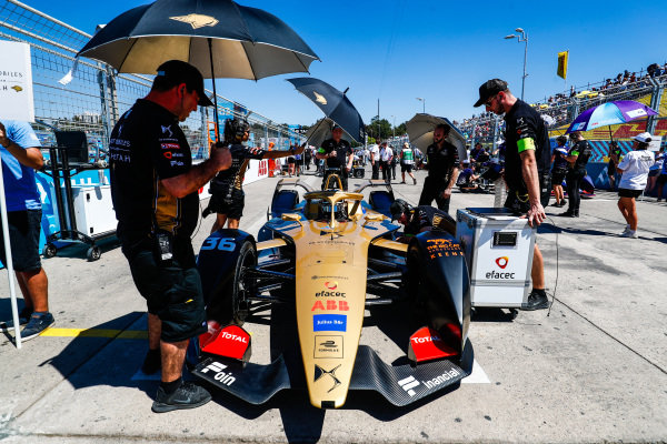 Andre Lotterer (DEU), DS TECHEETAH, DS E-Tense FE19, arrives on the grid