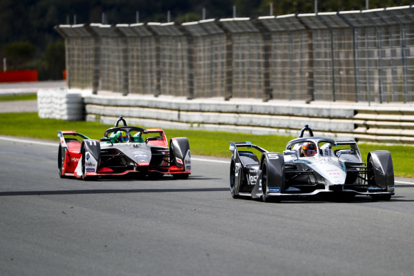 Stoffel Vandoorne (BEL), Mercedes Benz EQ Formula, EQ Silver Arrow 01 leads Lucas Di Grassi (BRA), Audi Sport ABT Schaeffler, Audi e-tron FE06