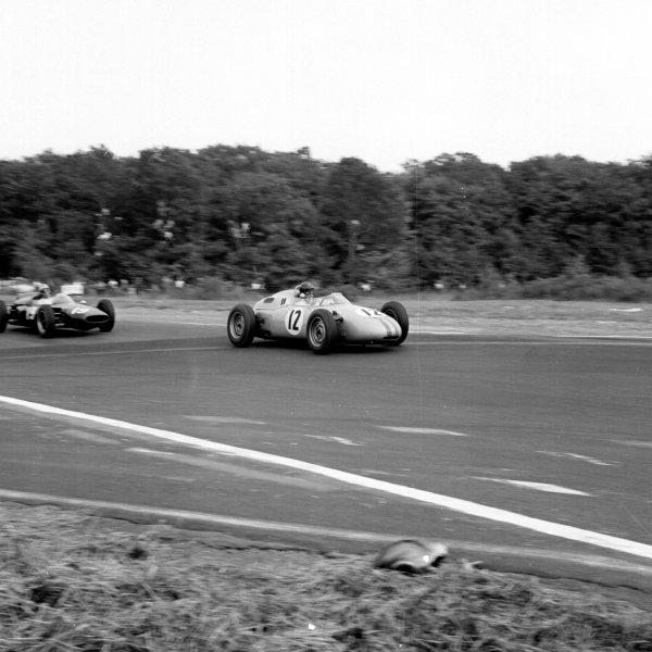 1961 United States Grand Prix, Watkins Glen, USA.8 October 1961.Dan Gurney (Porsche 718) leads Roy Salvadori (Cooper T53-Climax). Gurney finish in 2nd position.Ref-10893.World - LAT Photographic
