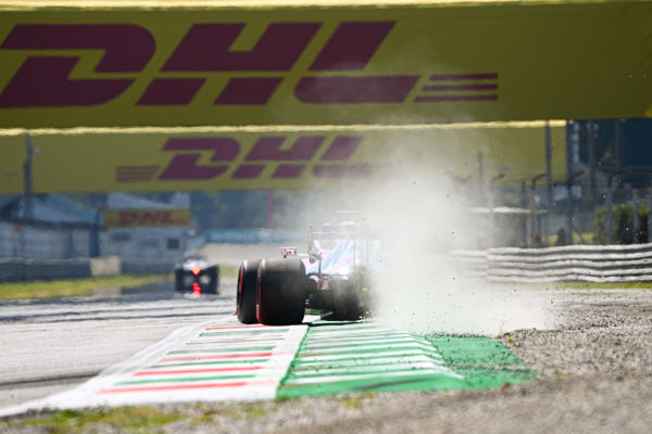 Sparks under the car of Sergio Perez, Racing Point RP20