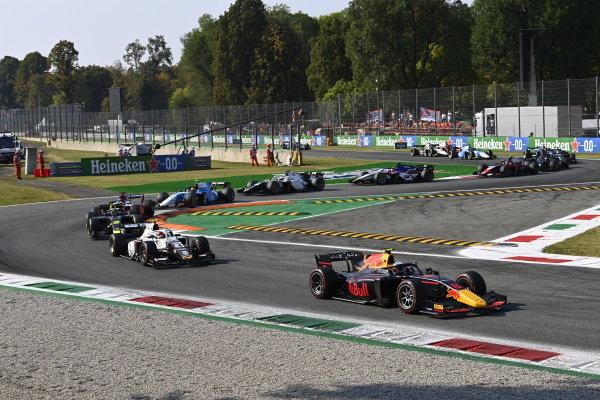 Juri Vips (EST, Hitech Grand Prix), Ralph Boschung (CHE, Campos Racing), Dan Ticktum (GBR, Carlin)