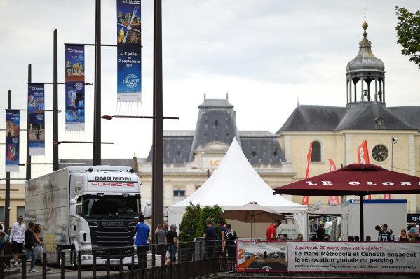 2017 Le Mans 24 Hours Circuit de la Sarthe, Le Mans, France. Sunday 11 June 2017 The Porsche Team transporter arrives at Place de la Republique World Copyright: Rainier Ehrhardt/LAT Images ref: Digital Image 24LM-re-0669