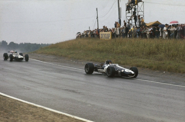 Mosport Park, Ontario, Canada.  25-27 August 1967.  Dan Gurney (Eagle T1G Weslake) leads David Hobbs (BRM P261). Gurney finished in 3rd position, action.  World Copyright: LAT Photographic. Ref:  67CAN04