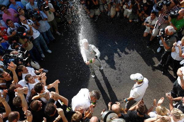 Autodromo Nazionale di Monza, Monza, Italy. 13th September 2009. Rubens Barrichello, Brawn GP BGP001 Mercedes, 1st position, celebrates with the Brawn GP team. Portrait. World Copyright: Andrew Ferraro/LAT Photographic ref: Digital Image _H0Y4804
