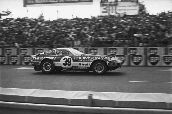 Le Mans, France. 9th - 10th June 1973.Claude Ballot-Lena/Vic Elford (Ferrari 365 GTB/4), 6th position, pit stop action. World Copyright: LAT Photographic.Ref:  B/WPRINT.