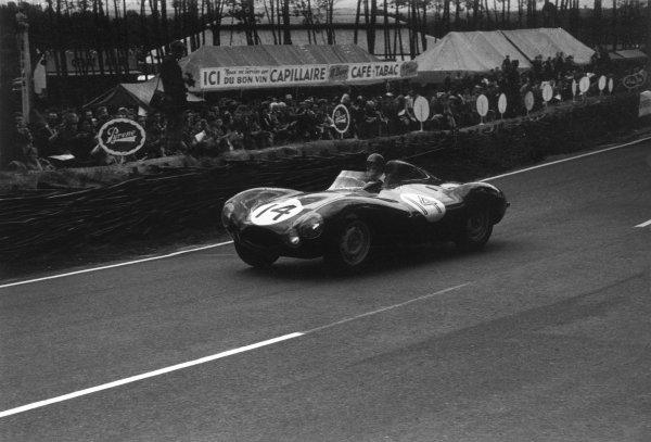 Le Mans, France. 12th - 13th June 1954.Duncan Hamilton/Tony Rolt (Jaguar D-type), 2nd position, action. World Copyright: LAT Photographic.Ref: B/W Print.