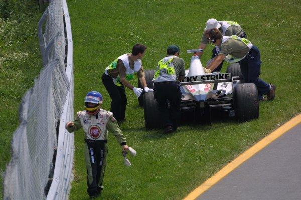 2001 Canadian Grand Prix - RACEMontreal, Canada. 10th June 2001.Jacques Villeneuve (BAR 03-Honda) retires.World Copyright - LAT PhotographicRef: 8 9 MB Digital File Only