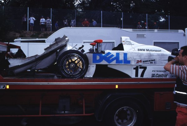 LE MANS 24 HOURS RACE.12-13/6/99. LE MANS, FRANCE.The wreckage of the Lehto, Muller and Kristiensen BMW.World - LAT PhotographicSomerset House, Somerset Road, Teddington, London. TW11 8RUTel: +44 (0)181 251 3000Fax: + 44 (0)181 251 3001