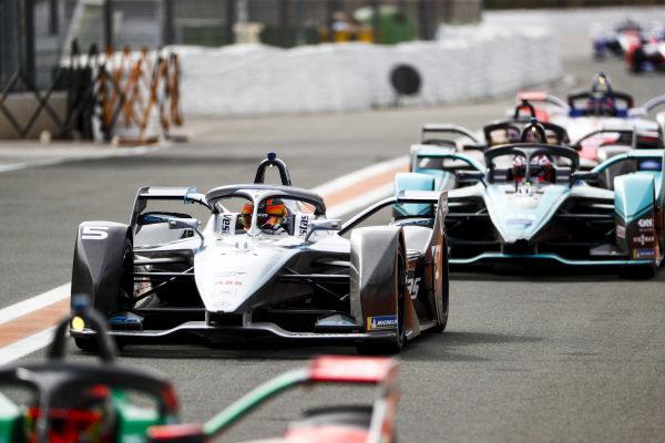 Stoffel Vandoorne (BEL), Mercedes Benz EQ Formula, EQ Silver Arrow 01 leads Mitch Evans (NZL), Panasonic Jaguar Racing, Jaguar I-Type 4 into the pit lane