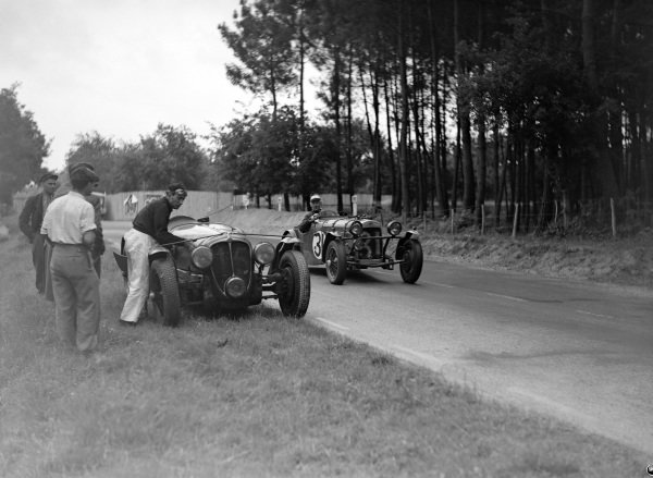 Peter Clark / Marcus Chambers, Ecurie Lapin Blanc, HRG Le Mans Model, passes the stranded car of Eugène Chaboud / Jean Tremoulet, Delahaye 135CS.