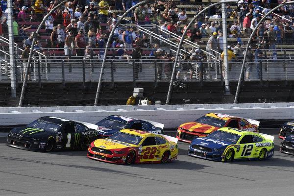 #22: Joey Logano, Team Penske, Ford Mustang Shell Pennzoil and #12: Ryan Blaney, Team Penske, Ford Mustang Menards/Moen