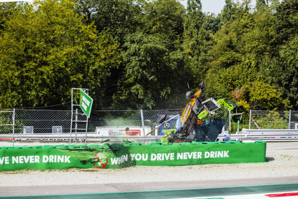 Alexander Peroni (AUS) Campos Racing, crashes at the Parabolica corner