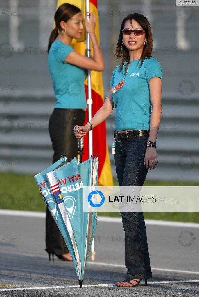 2003 Malaysian Grand Prix. Sepang, Kuala Lumpur, Malaysia.21-23 March 2003.Malaysian grid girls.World Copyright - Steve Etherington/LAT Photographic ref: Digital Image Only