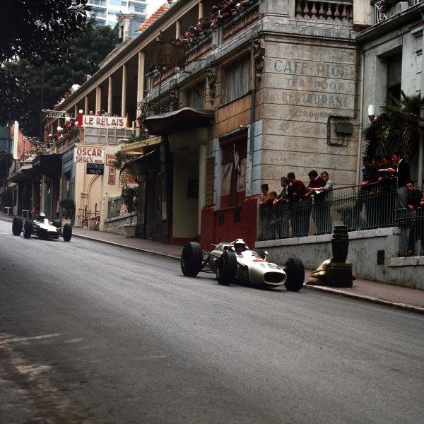 Monte Carlo, Monaco.28-30 May 1965.Ronnie Bucknum (Honda RA272) leads Denny Hulme (Brabham BT7 Climax).Ref-3/1630.World Copyright - LAT Photographic