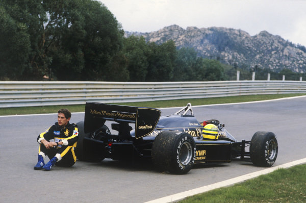 Estoril, Portugal19th - 21st April 1985Ayrton Senna (Lotus 97T-Renault) waits to be collected after breaking down in practice.World Copyight: LAT PhotographicRef: 35mm Transparency 85POR19