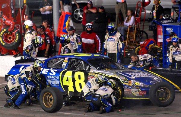12-13 May, 2006, Darlington Raceway,USA Jimmy Johnson pitstop.Copyright©LAT South, LAT Photographic