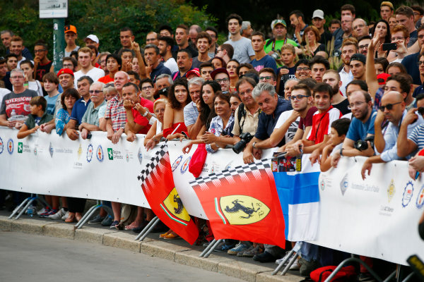 Autodromo Nazionale di Monza, Italy. Thursday 31 August 2017. Fans wait for a view of the cars and drivers at the parade in Milan. World Copyright: Andy Hone/LAT Images  ref: Digital Image _ONZ0600