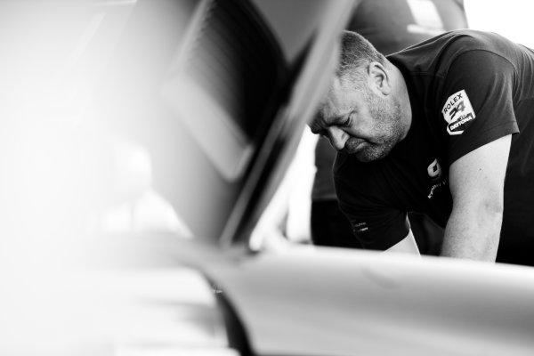 5-8 January, 2017, Daytona Beach, Florida USA 75, Mercedes, Mercedes AMG GT3 crew man ?2017, Barry Cantrell LAT Photo USA