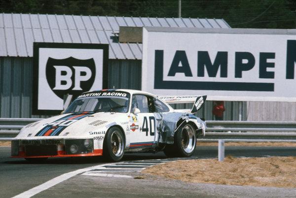 Le Mans, France. 12 - 13 June 1976 Rolf Stommelen/Manfred Schurti (Porsche 935), 4th position, action. World Copyright: LAT PhotographicRef: 76LM44.