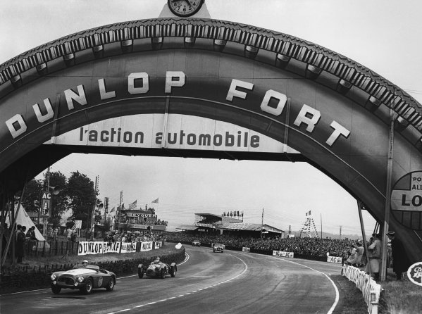 Le Mans, France. 23rd - 24th June 1951 Johnny Claes/William Spear (Ferrari 340 America), retired, leads Louis Rosier/Juan Manuel Fangio (Talbot Lago), retired, action. World Copyright: LAT Photographic Ref: Autocar Glass Plate C29676.