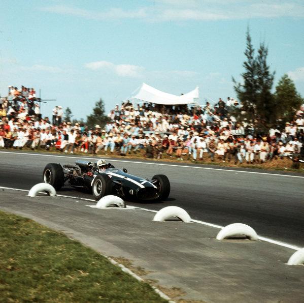 Mexico City, Mexico.21-23 October 1966.John Surtees (Cooper T81 Maserati) 1st position.Ref-3/1857.World Copyright - LAT Photographic
