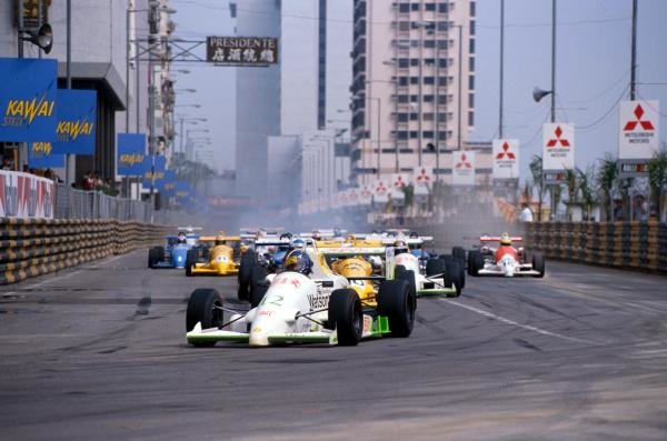 Heinz-Harald Frentzen (GER) led the field in the Macau GP but retired later in the race. International Formula Three, Macau, Hong Kong, November 1989.