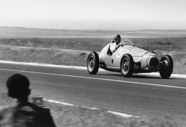 1951 French Grand Prix.Reims-Gueux, France. 1 July 1951.Maurice Trintignant (Simca-Gordini T15). Ref-51/33 #10.World Copyright - LAT Photographic