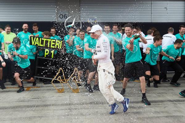 Red Bull Ring, Spielberg, Austria. Sunday 9 July 2017. Valtteri Bottas, Mercedes AMG, 1st Position, Lewis Hamilton, Mercedes AMG, and the Mercedes team celebrate. World Copyright: Steve Etherington/LAT Images ref: Digital Image SNE19015